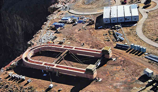 building skywalk at grand canyon west
